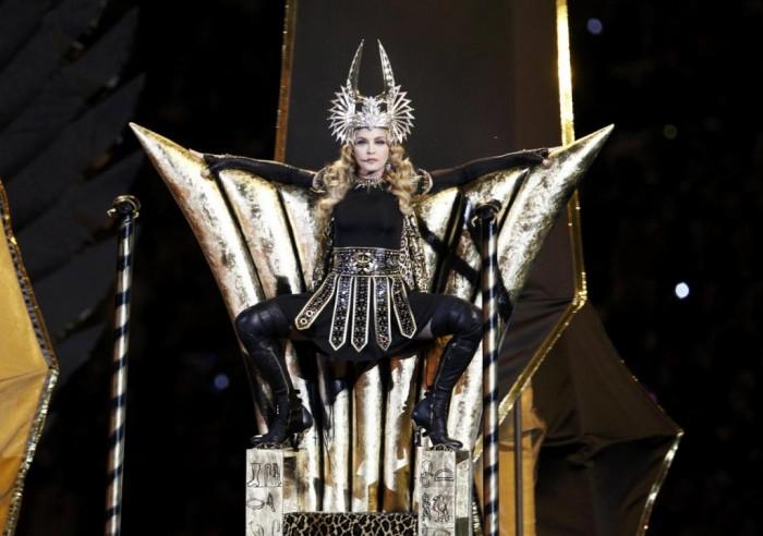 Madonna en Givenchy pour le Halftime Show du Super Bowl 2012