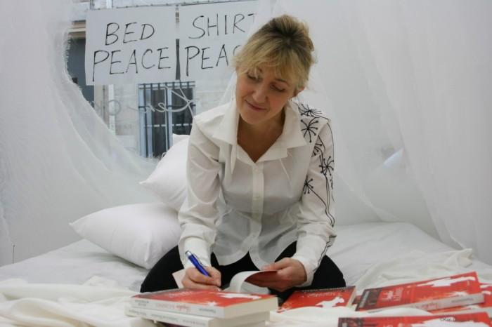 Bed In chez Ken Okada