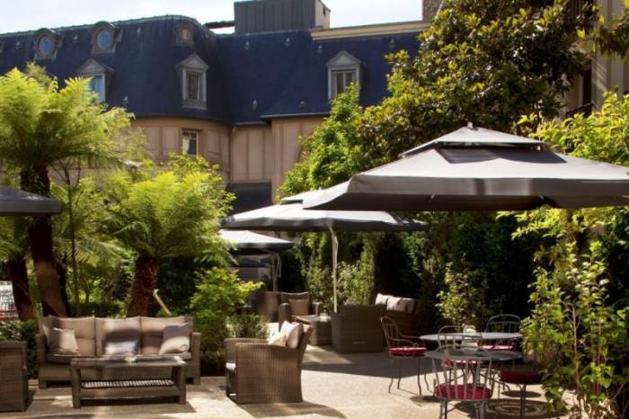Le jardin secret de l'Hôtel Renaissance Paris Le Parc Trocadéro