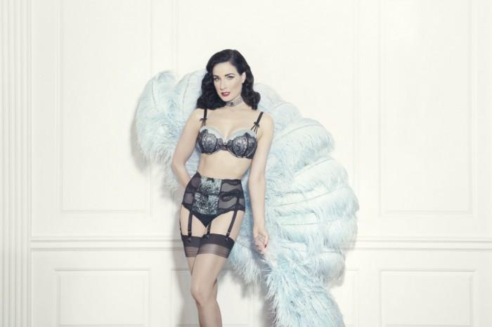 Dita von Teese présente sa ligne de lingerie Von Follies sur Glamuse