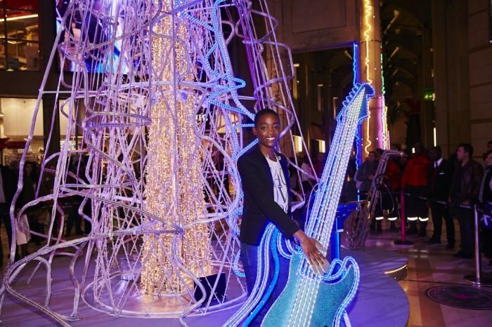 X-MAS Plays : le Forum des Halles s'illumine au son de la chanteuse Irma