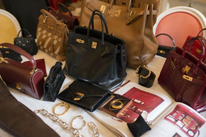 Catherine B expose ses Hermès vintage chez Liberty London