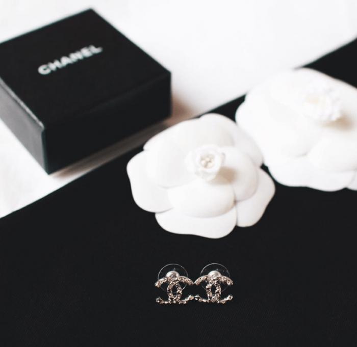 Catherine B et Camille Grand vous offre un bijou Chanel