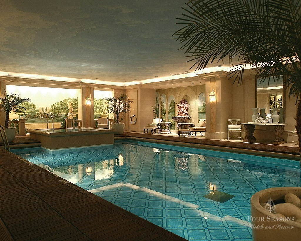 Four seasons hotel george v paris le palace maryo 39 s bazaar for Piscine hotel paris