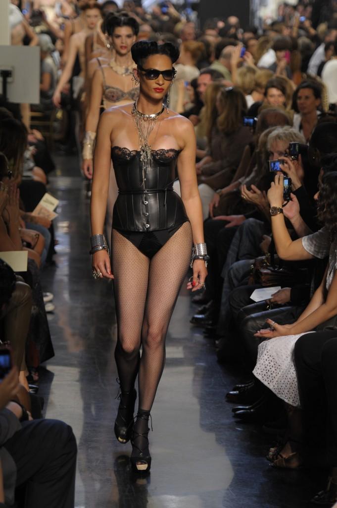 Jean paul gaultier pr t porter printemps et 2012 - Porter un corset tous les jours ...