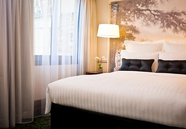Maryo 39 s bazaar chambre classique h tel renaissance paris for Chambre a coucher classique chic