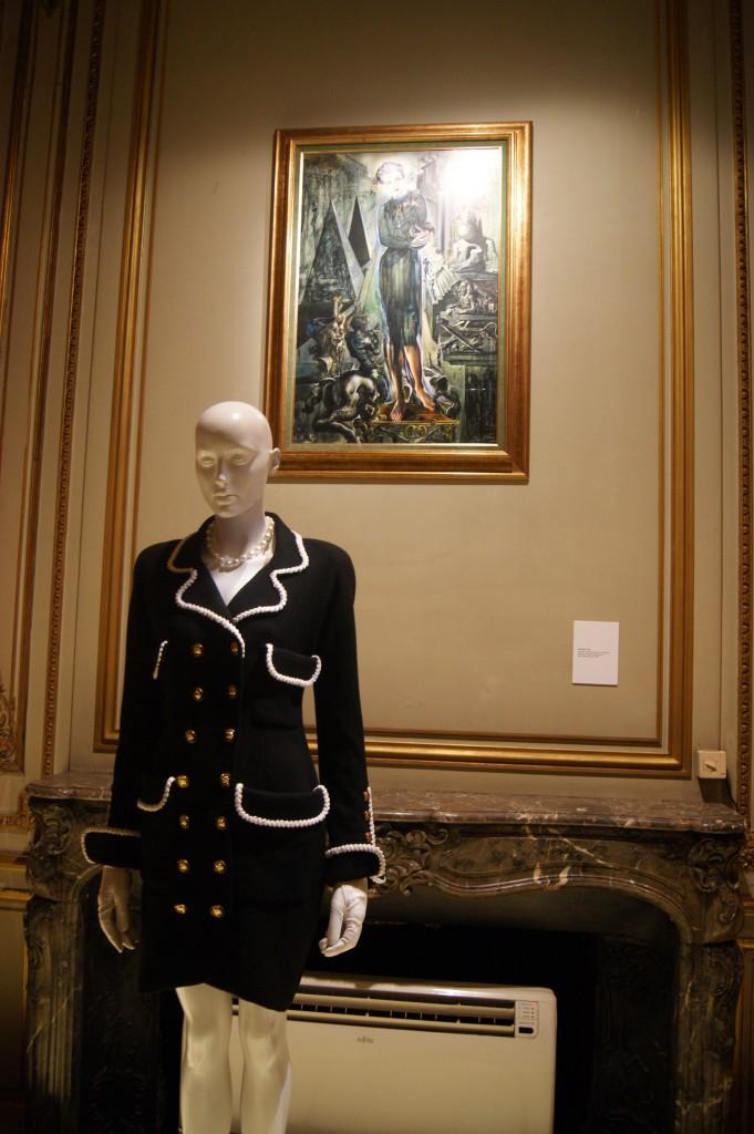 Chanel, robe-manteau croisée en laine grain de poudre, Karl Lagerfeld pour Chanel Haute-Couture collection Haute Couture printemps été 1990