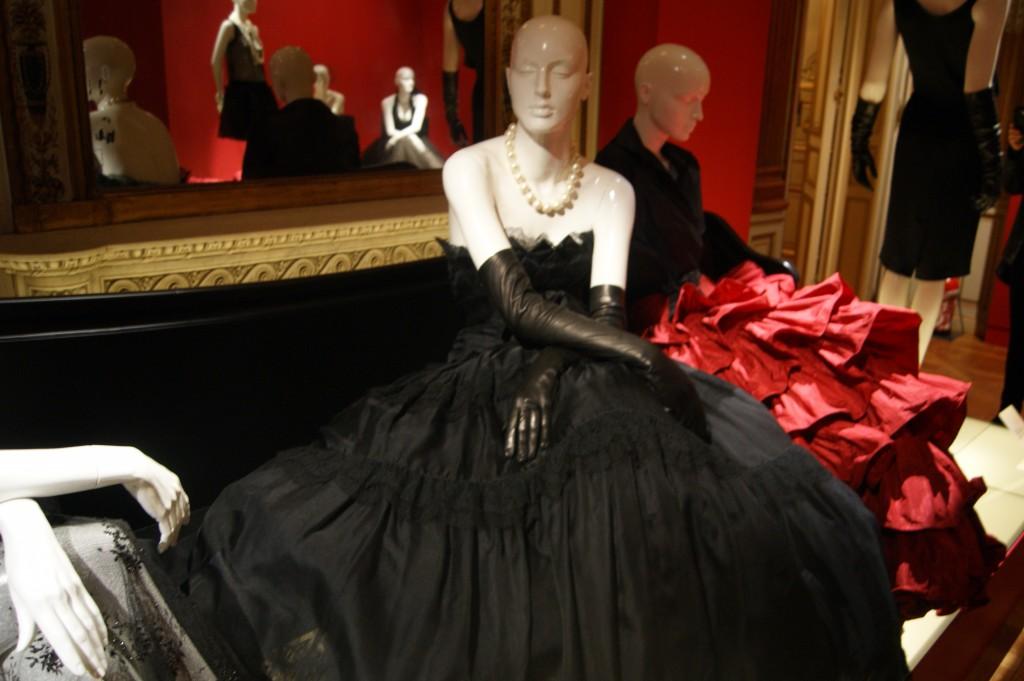 Chanel.robe de style en soie, dentelle de Chantilly et organza de coton, Karl Lagerfeld pour Chanel Haute-couture, collection Haute-couture printemps-été 1986