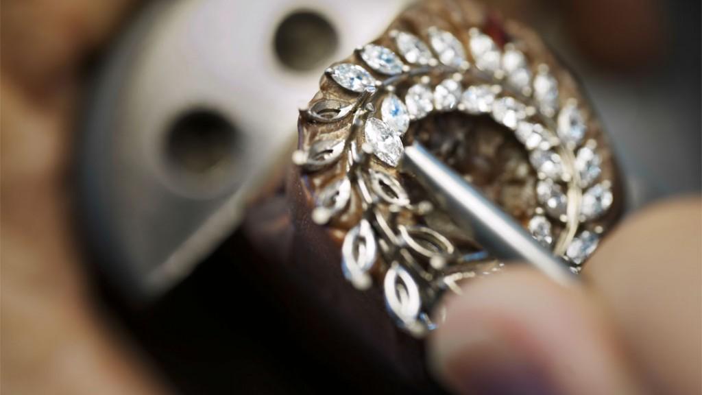 Making-Of-Green-Carpet-Earrings-1