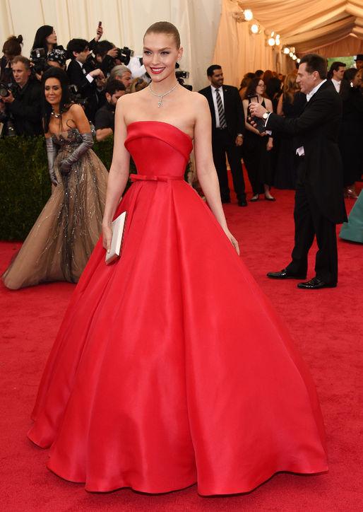 arizona-muse-zac-posen-red-gown-met-gala