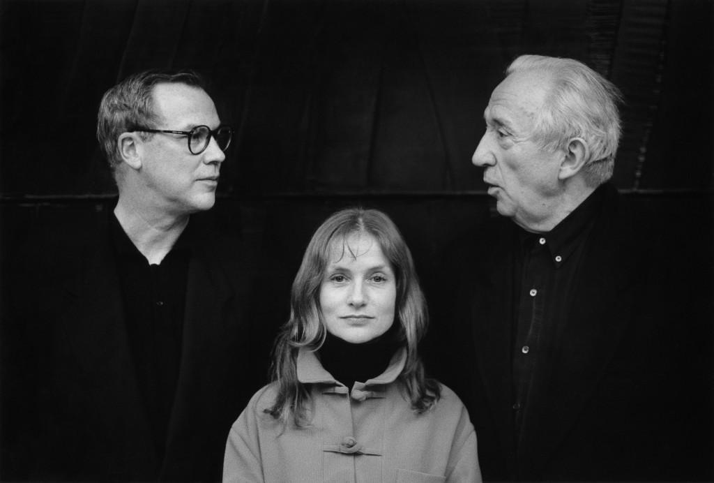 I. Huppert, P. Soulages et  B. Wilson, 1994_Tirage argentique, signé_40x50 cm_Marc Riboud-Galerie Arcturus (2)