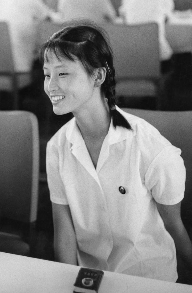 Jeune danseuse, Chine, 1971_Tirage argentique, signé_40x40cm_Marc Riboud-Galerie Arcturus