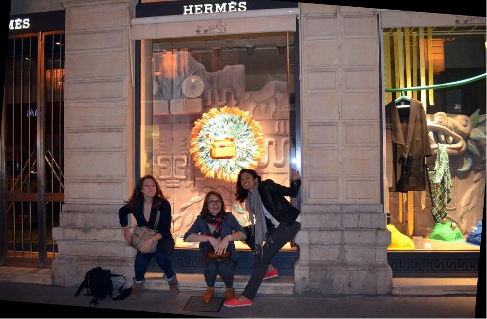 vitrine hermès lyon les trois étudiantes