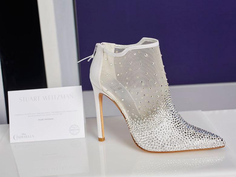 La-chaussure-Cendrillon-par-Stuart-Weitzman