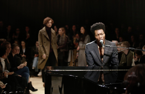 Benjamin Clementine wearing Burberry at the Burberry Menswear January 2016 Show_001
