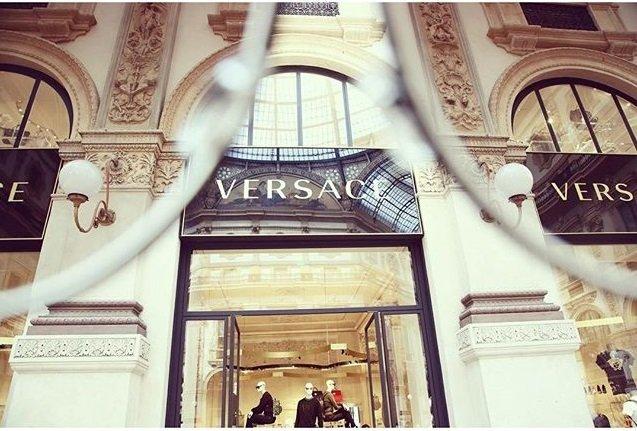 versace_greca_stars1_0