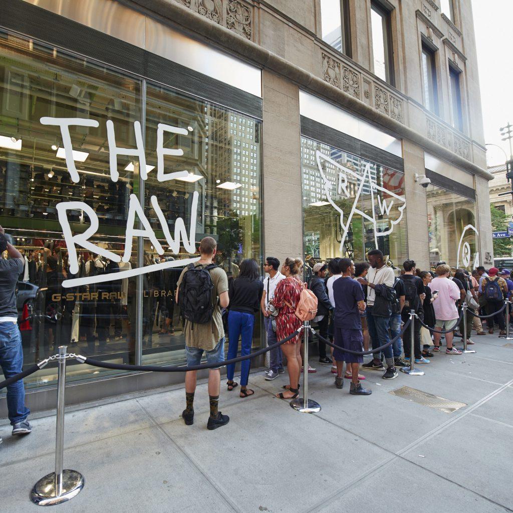 Store opening 5th Av Ny
