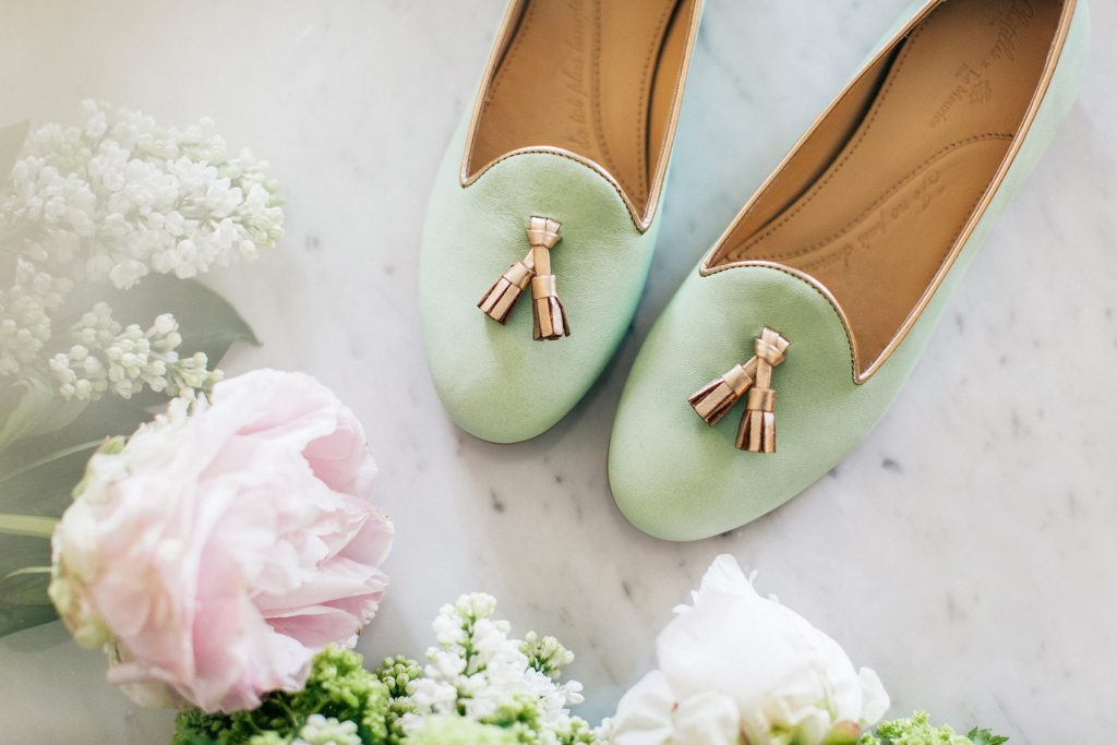 Collaboration Chatelles x Le Meurice - Slippers Meurice Cuir Vert Meurice et Bordure Or Rose avec Pampilles Or Rose 199€ www.mychatelles.com 12