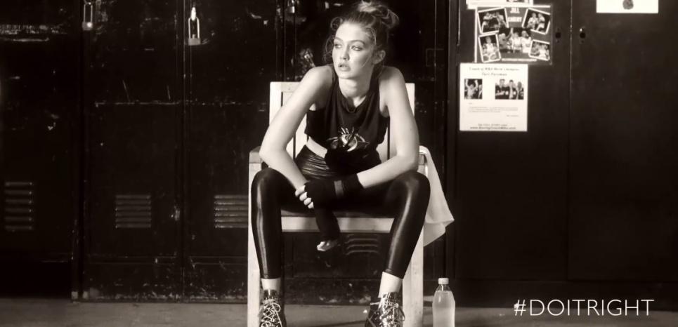 Gigi Hadid signe 3 modèles de bottines pour Stuart Weitzman