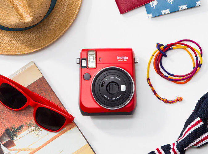 Wanted-L-Instax-Mini-70-l-appareil-photo-instantane-passion red