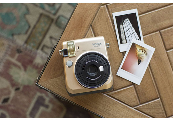 instax_mini70_gold_03