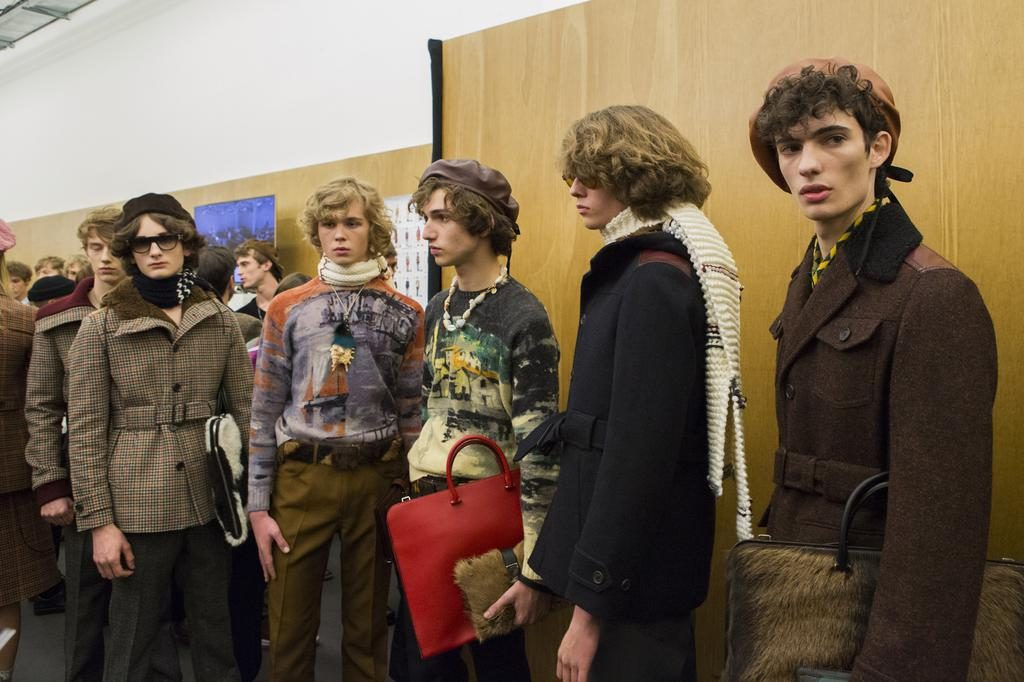 backstage-defile-prada-automne-hiver-2017-2018-milan-coulisses-90