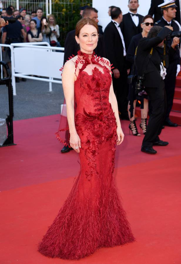 Julianne-Moore-en-Givenchy-Haute-Couture