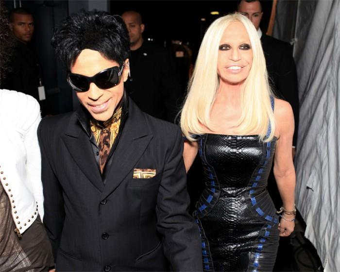 Front-row et backstage du défilé Versace pour H&M