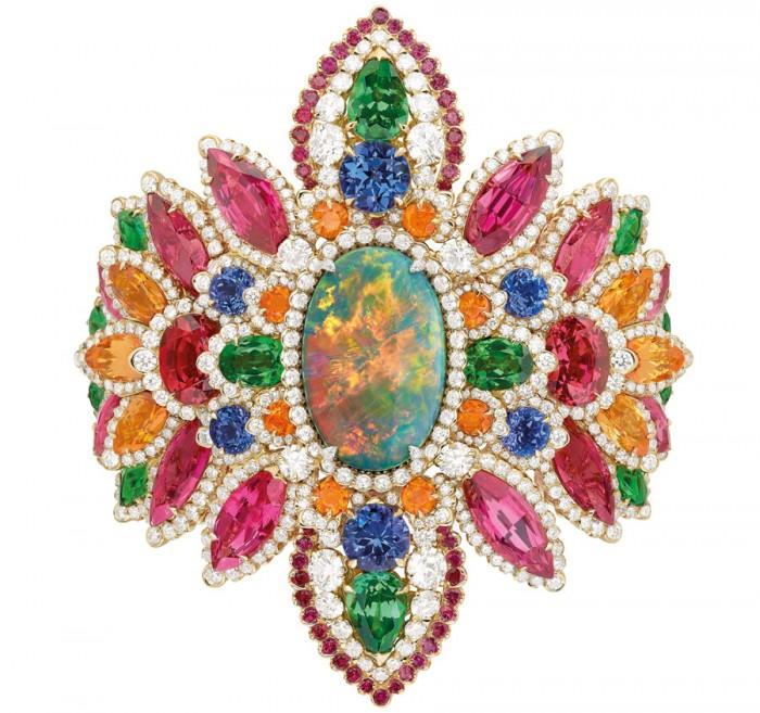 Et soudain naquit le bracelet Dentelle Opale d'Orient Dior