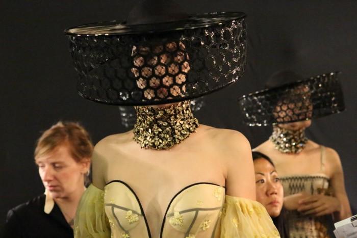 Dans les coulisses du défilé Alexander McQueen Printemps Eté 2013