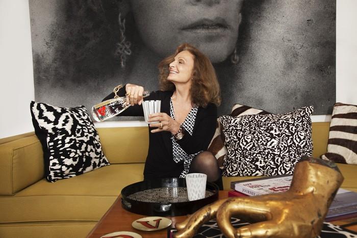 Diane von Furstenberg rhabille la bouteille d'Évian