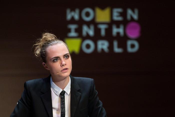 Cara Delevingne : son maquillage naturel au Sommet Women In the World