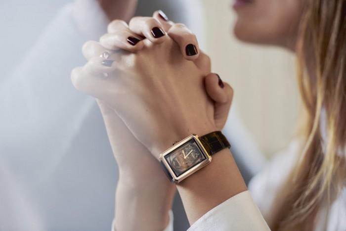 Caroline de Maigret et sa montre Boy.Friend Chanel