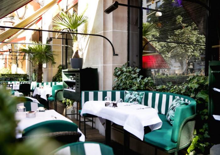 Le Cabana Café, la terrasse du Beverly Hills Hotel à l'Hôtel Plaza Athénée
